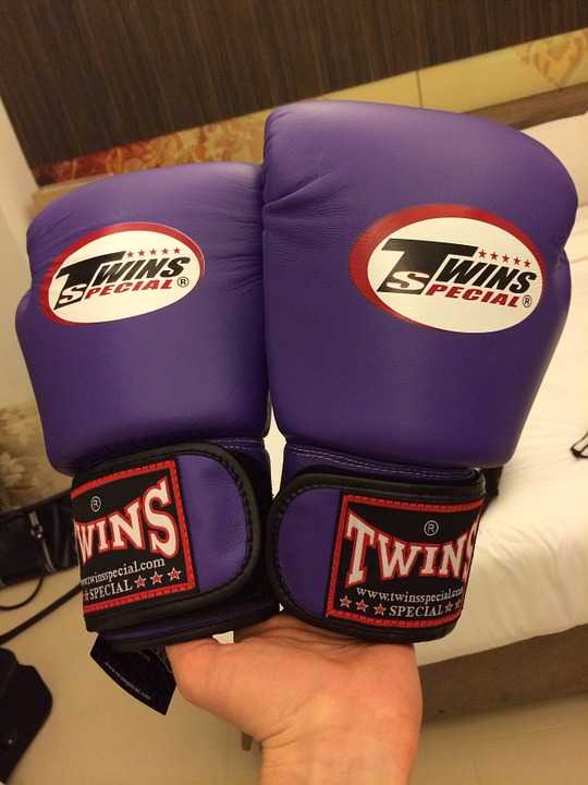 can you use sparring gloves for heavy bag
